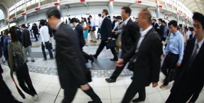 忙しい現代のビジネスマンは疲労を感じています