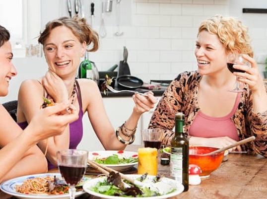 地中海料理では、食事と一緒に適量の赤ワインを飲むことが多い